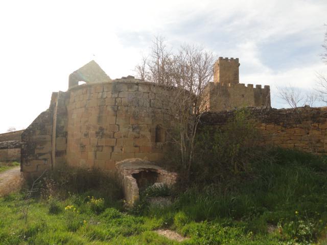 Cementiri de Les Sitges vista de l'absis de Sant Pere des del cementiri