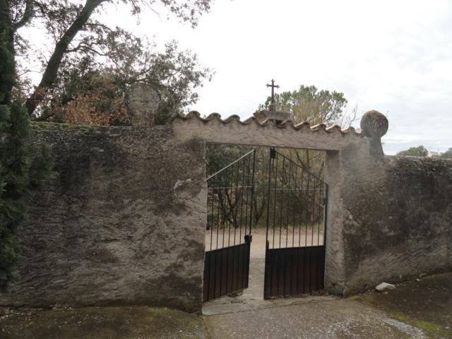 Cementiri de Pomar porta accés des de l'interior