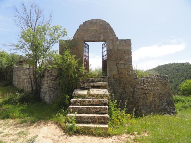 Accés al cementiri de Llanera